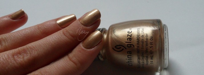 China Glaze - Jingle Bells (4)