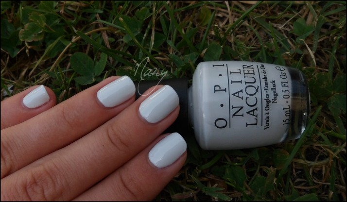 OPI - My Boyfriend Scalls Walls (1)