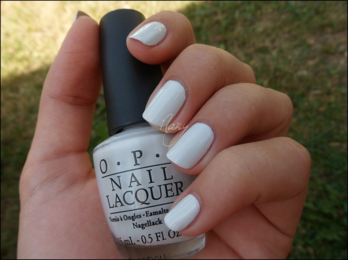 OPI - My Boyfriend Scalls Walls (3)